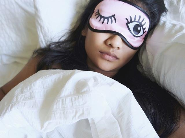 Dormitul in pielea goala ne ajuta sa slabim