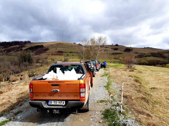 Umanitara celor 18 anotimpuri. Off-Road Adventure Romania si Neste Automotive au oferit ajutoare pentru 400 de persoane nevoiase