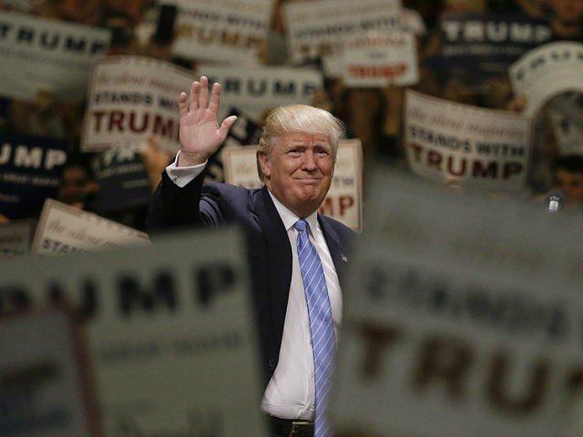 Donald Trump spune ca cineva a platit protestatarii care i-au cerut sa-si faca publice declaratiile de venit