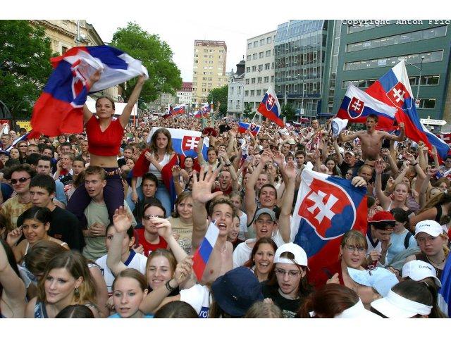 Slovacia: Manifestatie impotriva coruptiei la Bratislava, inspirata din Romania