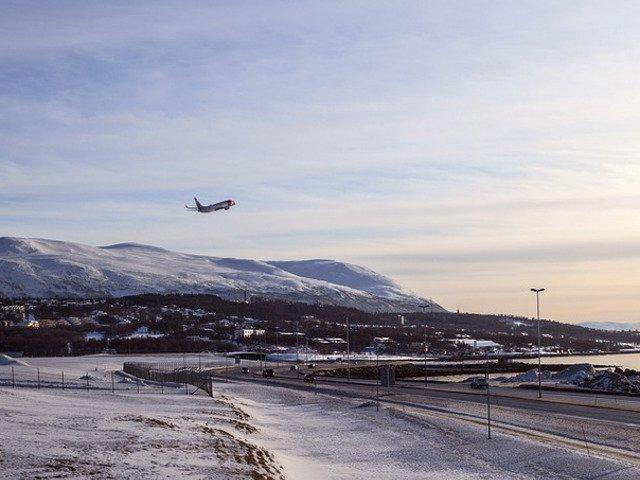 Traficul aerian pe Aeroportul International Cluj, afectat de ninsoare. Intarzieri chiar si de peste 2 ore