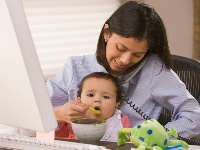 Diferenta dintre mamele-antreprenor, femeile-casnice si femeile-angajat