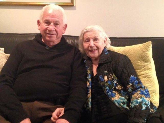 Doi soti nonagenari au murit tinandu-se de maini, in decurs de 40 de minute, dupa o casnicie de 69 de ani