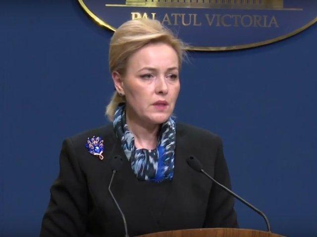 Carmen Dan: Politistul implicat in cazul nevazatorului dat jos din autobuz va fi cercetat disciplinar