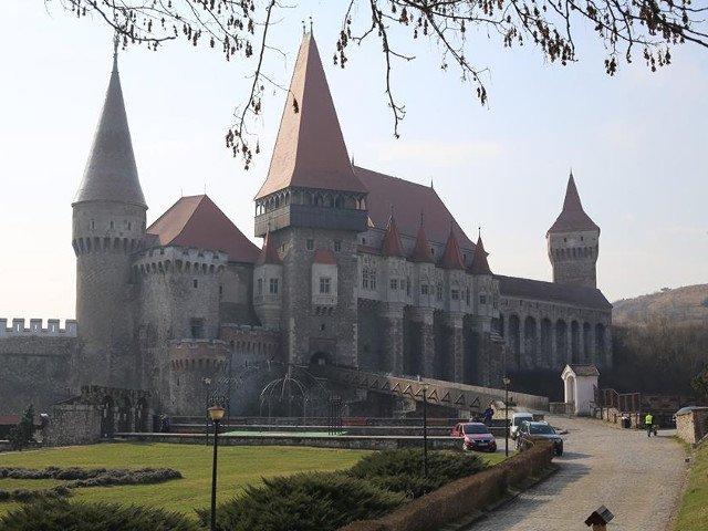 Jaf la Castelul Corvinilor din Hunedoara, hotii au furat 170.000 de lei, banii incasati pe biletele de intrare
