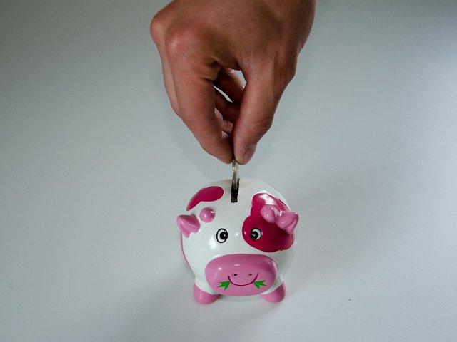 Top 7 modalitati inteligente pentru a economisi bani (chiar daca esti cheltuitor)
