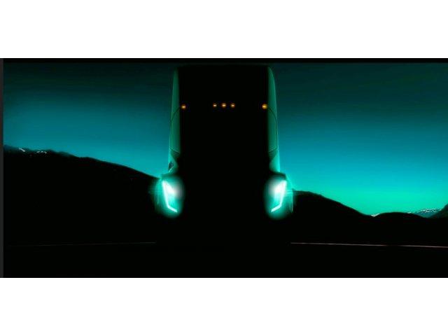 """Tesla va lansa """"camionul care se conduce ca o masina sport"""""""
