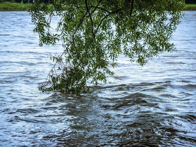 Cod GALBEN de inundatii pe rauri din 13 judete din sudul si centrul tarii