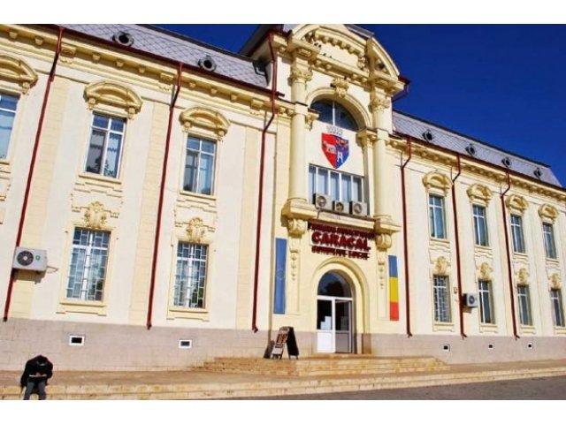 Primarul si mai multi functionari din Primaria Caracal si-au cumparat telefoane Iphone din bugetul local