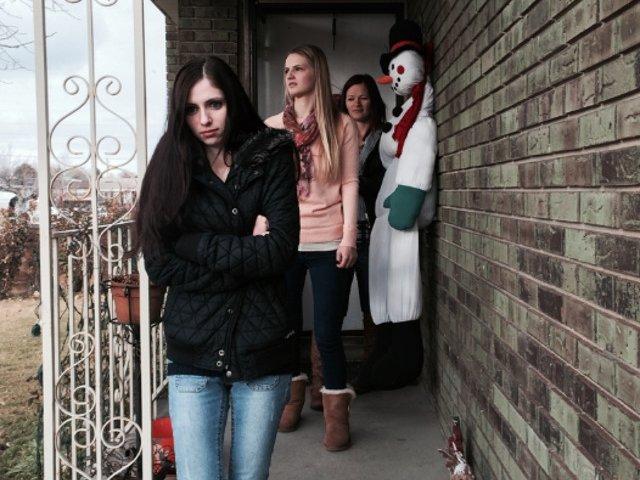 Un serial documentar prezinta povestea unor tinere care au scapat dintr-o secta poligama