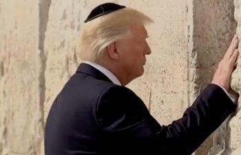 Donald Trump a devenit primul presedinte american care a vizitat Zidul Plangerii in timpul mandatului