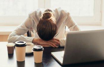 6 obiceiuri neproductive care te fac sa te simti stresat si obosit