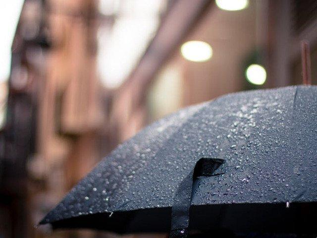 ANM: Ploi torentiale si posibile caderi de grindina sambata in Bucuresti si in cea mai mare parte a tarii; de duminica, vremea se incalzeste