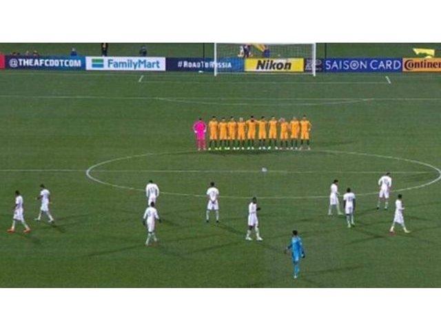 Jucatorii echipei de fotbal Arabia Saudita au refuzat sa tina un moment de reculegere in memoria victimelor din Anglia