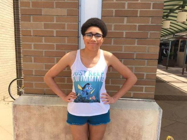 "[FOTO] O femeie data afara dintr-un mall pentru ""tinuta neadecavata."" Cum era imbracata"