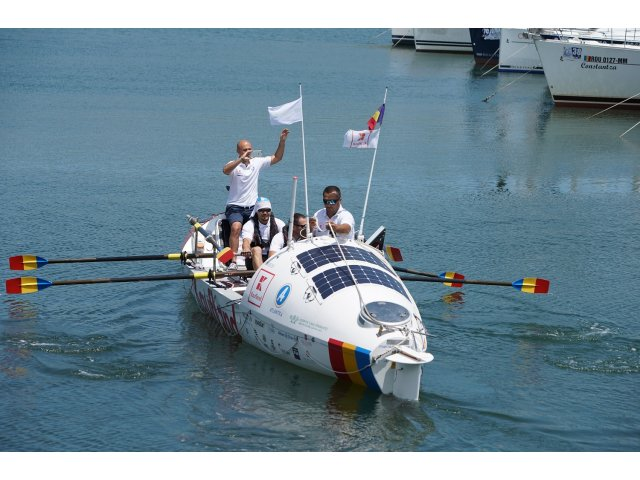 Premiera: o echipa de romani a pornit in traversarea Marii Negre intr-o ambarcatiune cu vasle