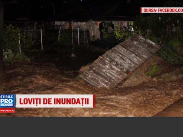 Localitate distrusa in doar 30 de minute. Zeci de gospodarii inundate in Tulcea