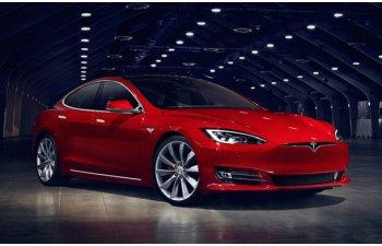 Record mondial neoficial: 900 de kilometri cu Tesla Model S P100D si un singur plin
