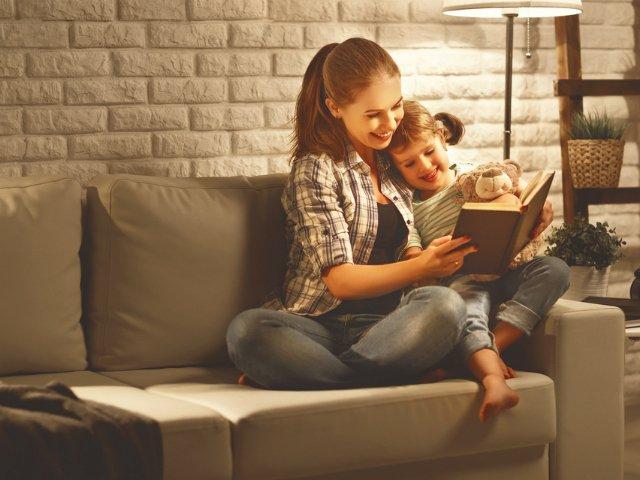 3 strategii eficiente prin care iti poti incuraja copilul sa citeasca mai mult