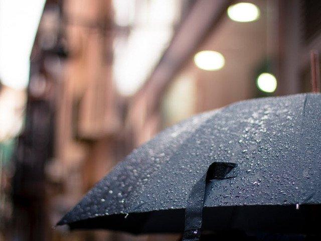 Informare meteo: Averse, descarcari electrice, grindina si intensificari ale vantului, in toata tara