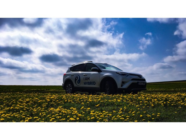 TEST-DRIVE. Toyota RAV4 Hybrid inveleste puterea in serenitate