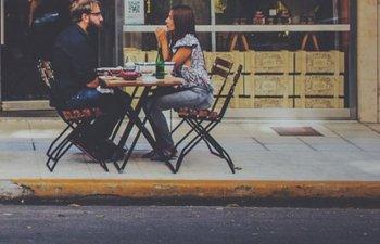 8 feluri de mancare pe care nu ar trebui sa le comanzi NICIODATA la prima intalnire