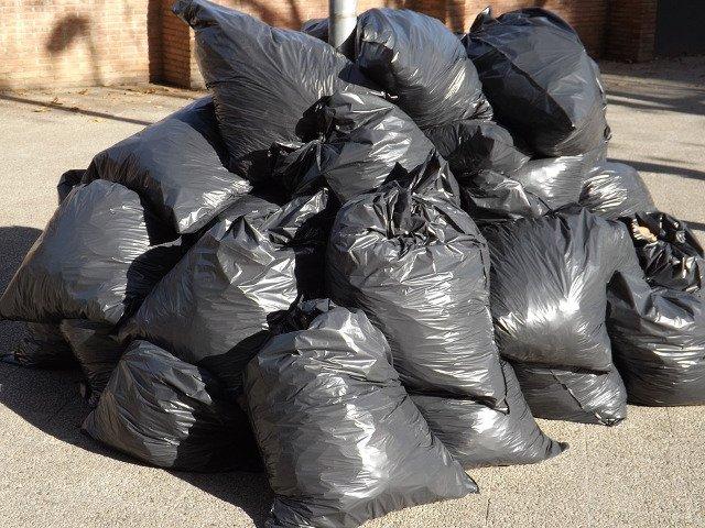 """Un primar din Valcea a """"returnat"""" gunoiul celor care l-au aruncat"""