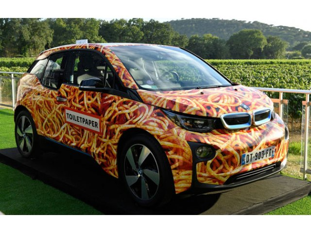 Fundatia lui Leonardo di Caprio a reusit sa obtina 100.000 de euro pentru un BMW i3 decorat cu imaginea unei farfurii de spaghete