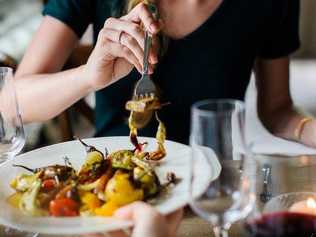 8 alimente pe care nu ar trebui sa le consumi NICIODATA in vacanta. Afla de ce!