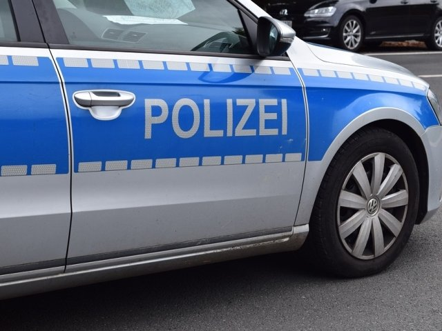 Germania: Un mort si 12 raniti, dupa ce vehicule au intrat in multime