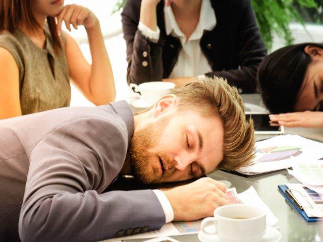 3 metode sigure prin care sa faci fata unei zile de lucru dupa distractia din weekend