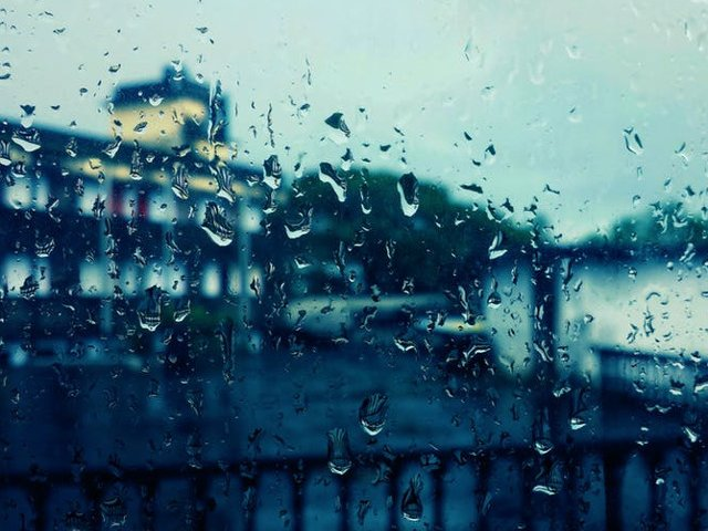 Sambata, vremea devine instabila, iar spre seara vor fi ploi torentiale si caderi de grindina