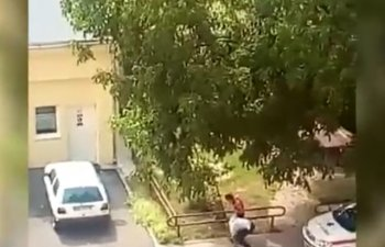 [VIDEO] Un politist si-a agresat sotia in curtea serviciului judetean de ambulanta