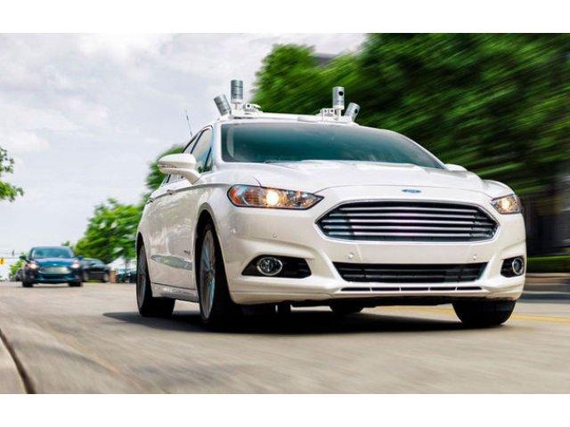 Ford a patentat un volan si pedale retractabile in bordul viitoarelor masini autonome