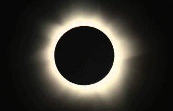 Incepe eclipsa totala de soare, un spectacol rar