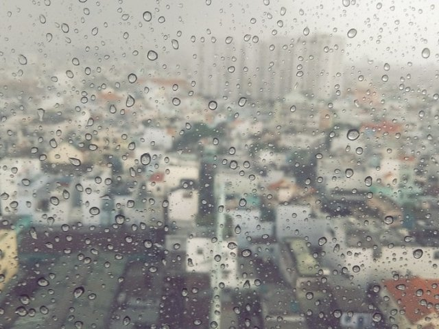 Vremea se raceste in toata tara. Cod GALBEN de ploi si vijelii in 15 judete din nordul, centrul si nord-vestul tarii