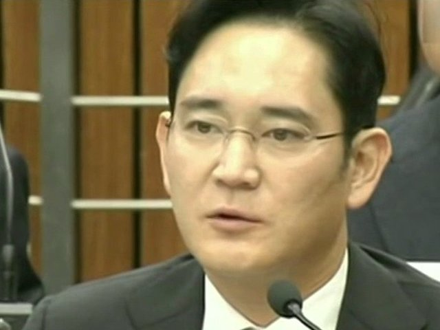 Mostenitorul Samsung, Lee Jae-Yong, condamnat la cinci ani de inchisoare pentru coruptie