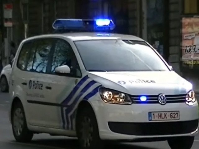 Barbatul care a agresat doi militari in Bruxelles a strigat Allah Akbar inainte sa atace