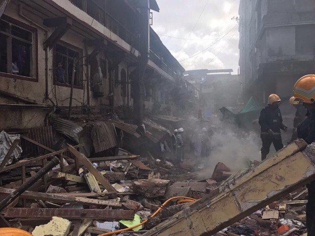 21 de morti dupa ce o cladire s-a prabusit in India