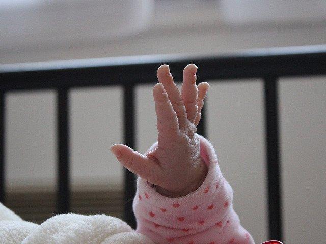 Un copil a facut alergie severa de la un leucoplast. Medicii sunt acuzati de indiferenta