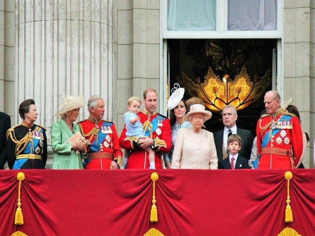 7 reguli bizare pe care Familia Regala britanica trebuie sa le respecte