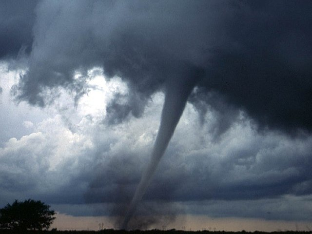 Fenomene meteo extreme, surprinse in 10+ fotografii fabuloase
