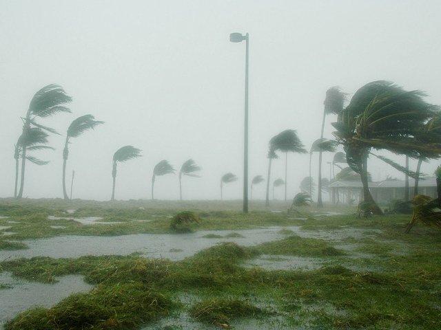 MAE: Toti cei noua cetateni romani din zonele afectate de uraganul Irma sunt in siguranta