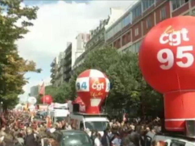Francezii protesteaza. 200.000 de oameni au iesit in strada