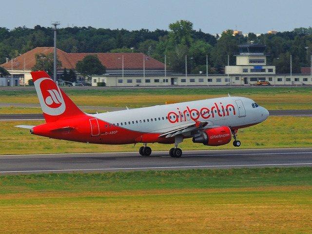 Air Berlin a anulat si miercuri zeci de zboruri, dupa ce 150 de piloti s-au imbolnavit