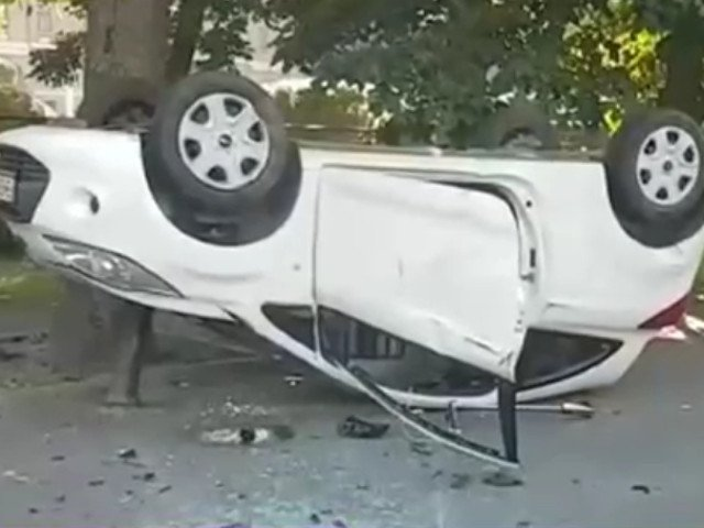 O masina s-a rasturnat pe Bulevardul Kiseleff din Bucuresti