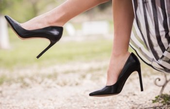 Fii la inaltime! Cum sa porti pantofii cu toc fara sa te doara picioarele: 8 trucuri care functioneaza