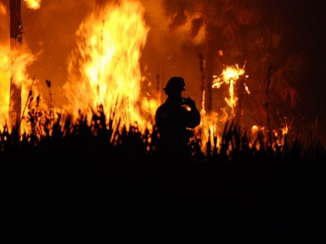 Protest la Primaria din Odesa in urma mortii a doua fete intr-un incendiu intr-o tabara pentru copii defavorizati