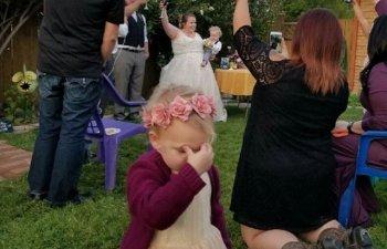 Copiilor nu le plac nuntile! 10 imagini care surprind perfect reactiile celor mici la cununii