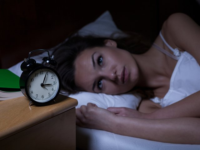 Ce sa faci cand nu poti sa dormi: 5 obiceiuri care calmeaza